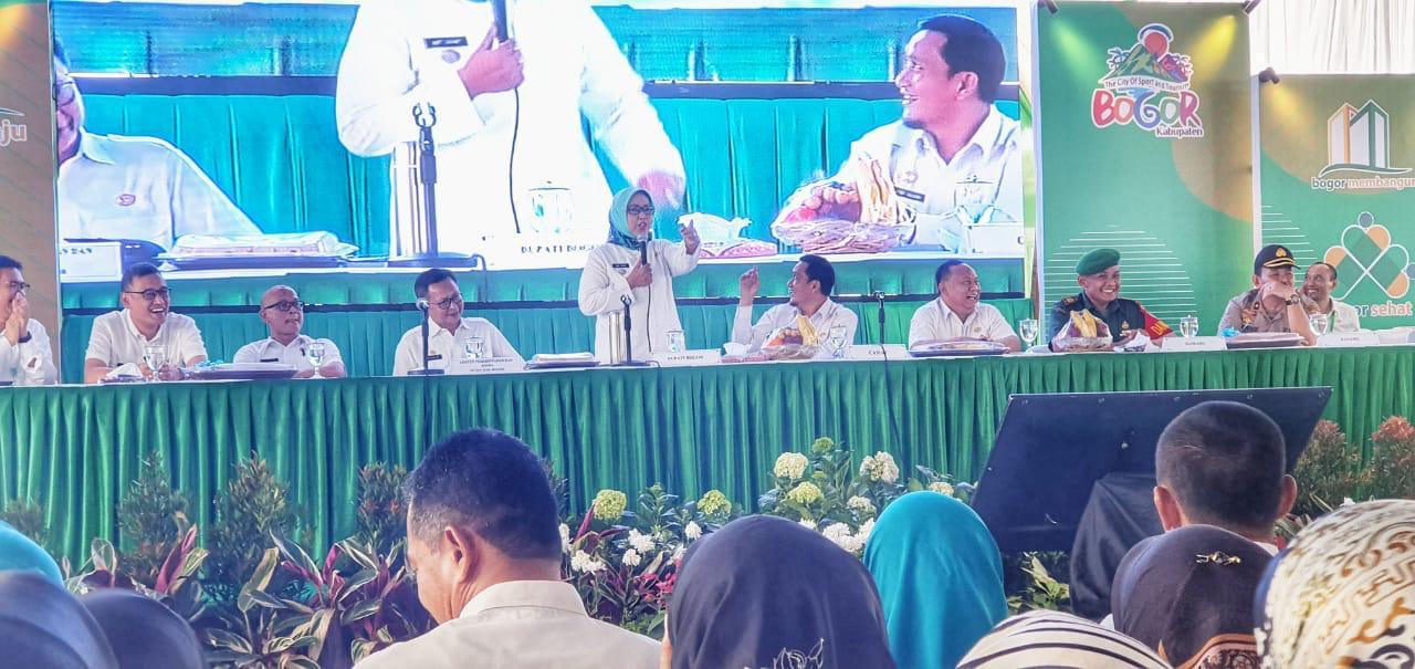 Cigudeg - Didampingi beberapa kepala dinas, Bupati Bogor Ade Yasin melaksanakan kegiatan Rebo Keliling (Boling) di Kecamatan Cigudeg, Rabu (11/9/2019).