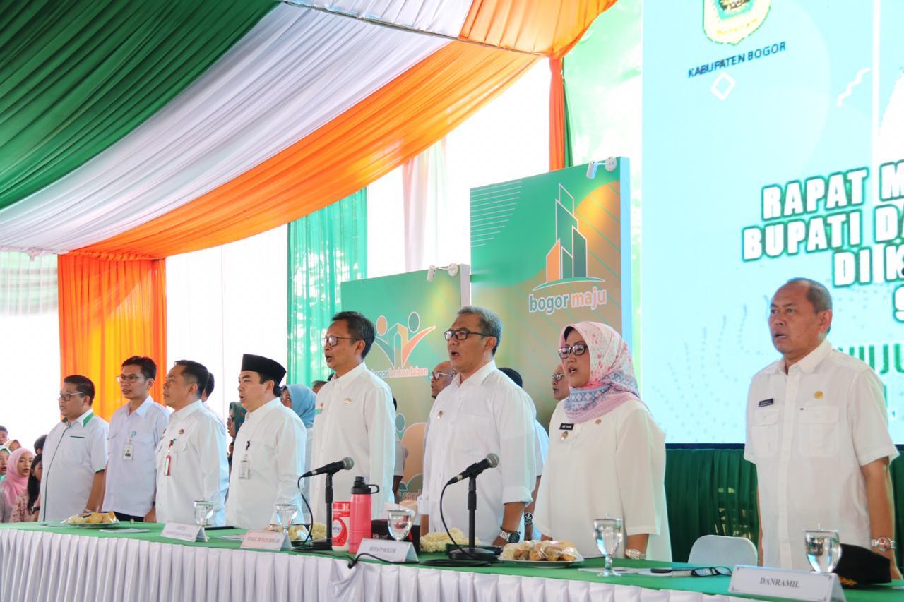 Bupati Bogor Ade Yasin dan Wakil Bupati Bogor Iwan Setiawan melaksanakan kegiata Rebo Keliling (Boling) di Kecamatan Ciomas, Rabu (9/10/2019)