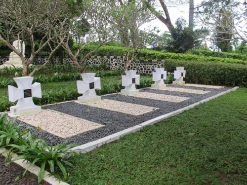 Makam Jerman (Nazi) di Desa Sukaresmi