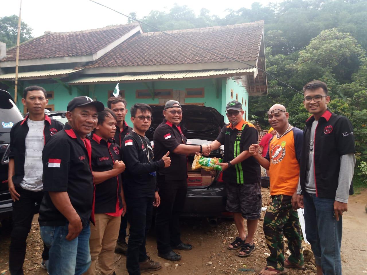 Rapi Kabupaten Bogor Kolaborasi Dengan Komunitas Motor Ninja Red Salurkan Bantuan Korban Longsor  Ke Desa Harkat Jaya