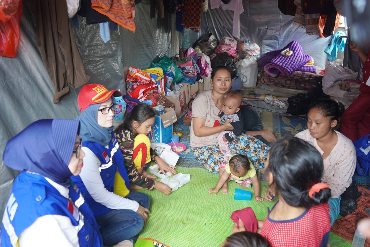 Ketua PKK Kabupaten Bogor Tinjau Korban Bencana Tanah Longsor di Kecamatan Sukajaya