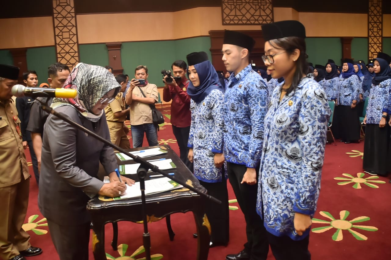 Bupati Bogor Lantik 577 CPNS Menjadi PNS di Lingkup Pemerintah Kabupaten Bogor