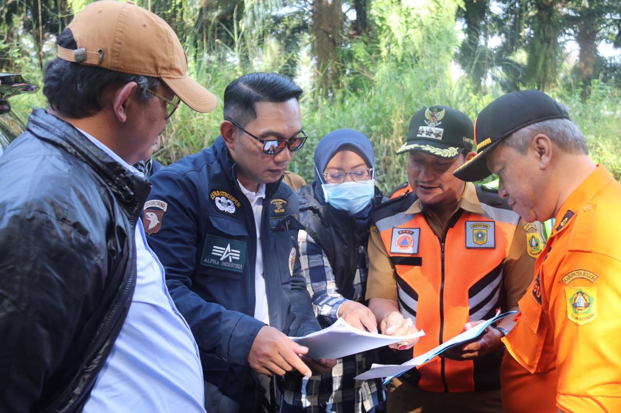 Didampingi Bupati Bogor, Gubernur Jawa Barat Survei Calon Lahan Relokasi untuk Pengungsi