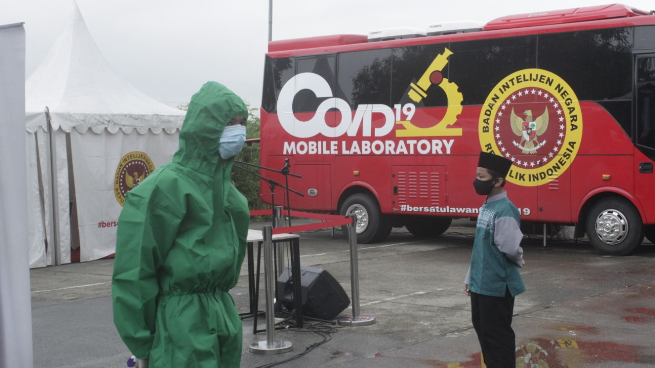 BIN Kerahkan 2 Mobil Laboratorium Biosafety Level 2 Untuk Test Massal Di Terminal Bojonggede Kabupaten Bogor