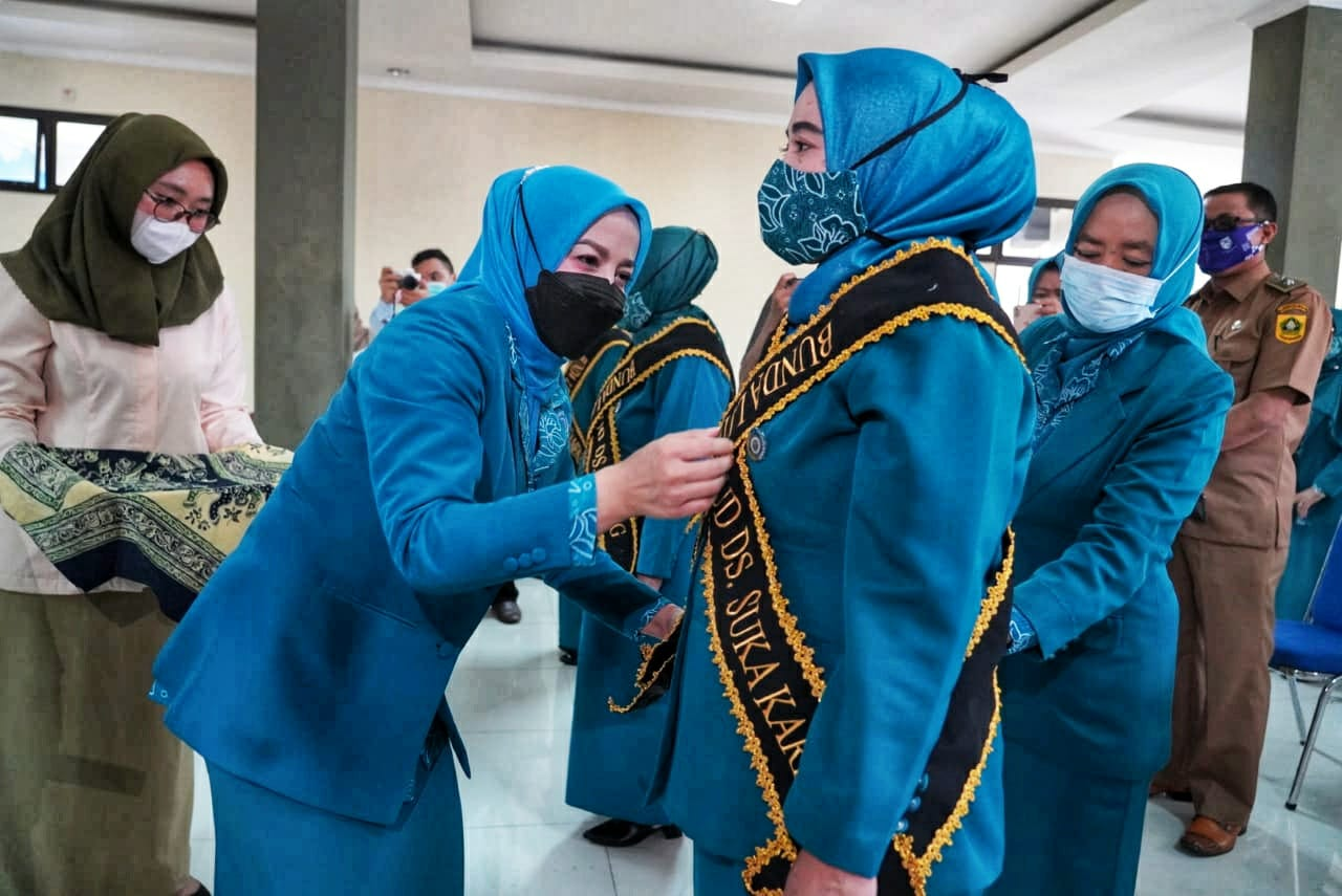 Tingkatkan Budaya Gemar Membaca Ketua PKK Kabupaten Bogor, Lantik  ketua TP. PKK dan Bunda PAUD Literasi Wilayah Kecamatan Megamendung Periode 2021-2027