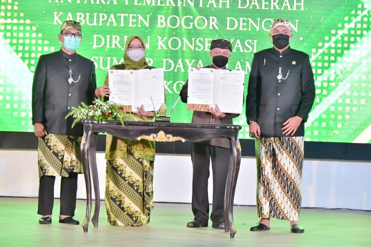 Bupati Bogor Hadiri Penyerahan Aset Pemda dan Sertifikat Tanah Pemda Oleh Kepala BPN Kabupaten Bogor