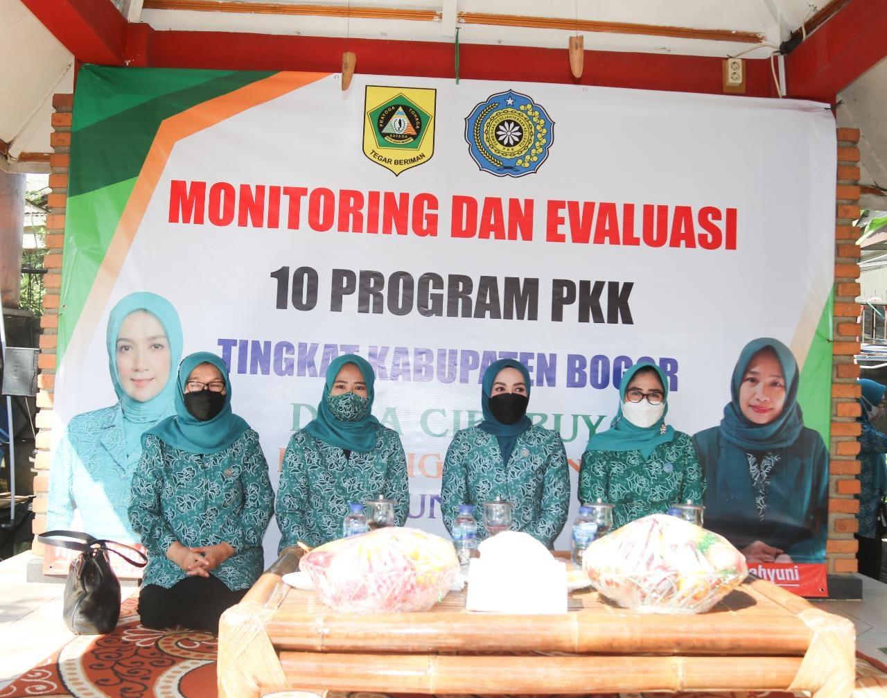 Pastikan 10 Program PKK Dilaksanakan Dengan Baik,  Ketua PKK Kabupaten Bogor Kunjungi Rumah Sehat dan TP PKK Desa Ciburuy