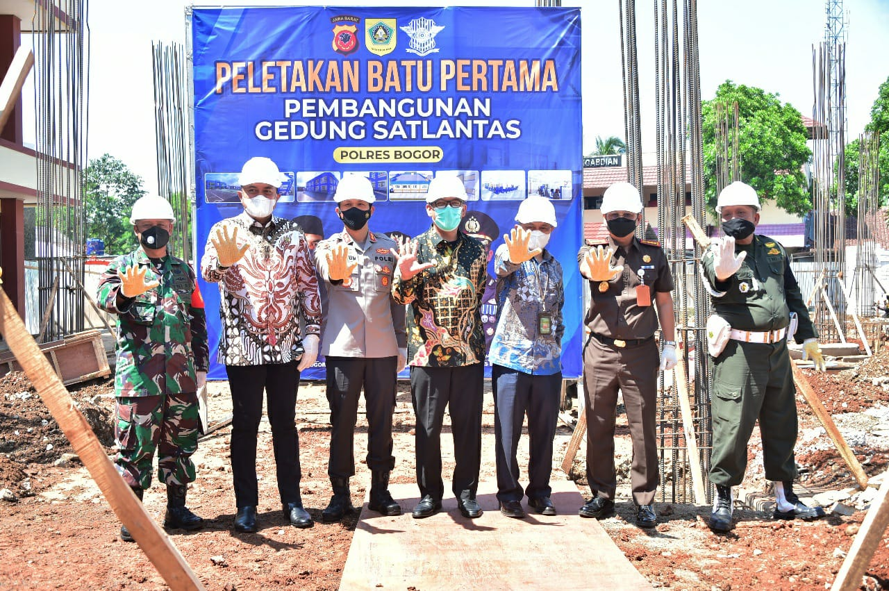 Wakil Bupati Bogor Bersama Kapolres Lakukan Peletakan Batu Pertama Pembangunan Gedung Satlantas Polres Bogor