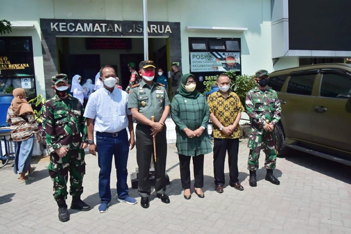 Bupati Bogor Bersama Danrem 061 Tinjau Pelaksanaan Vaksinasi di Kawasan Puncak