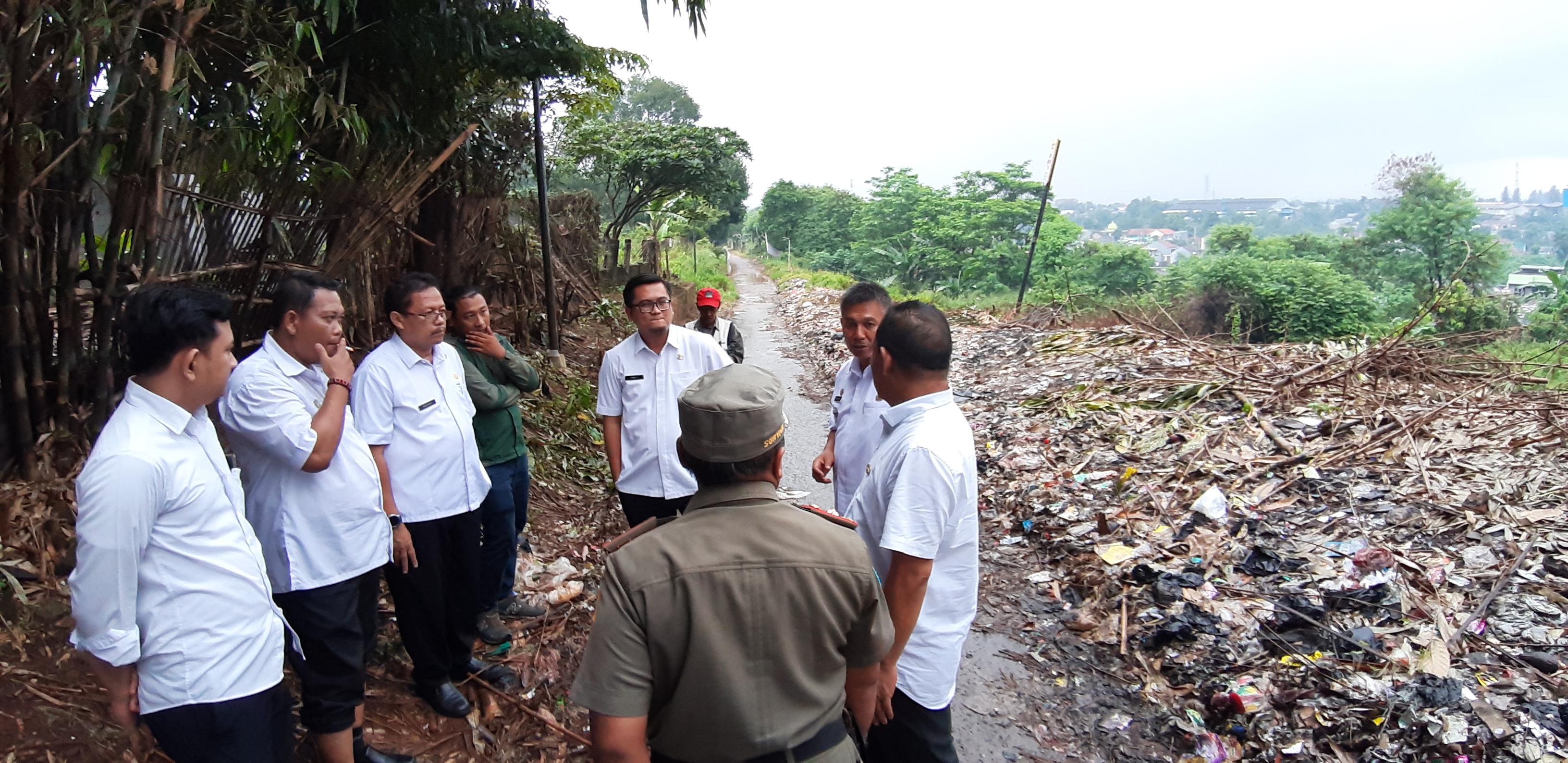Peninjauan Lokasi Tempat Pembuangan Sampah Ilegal