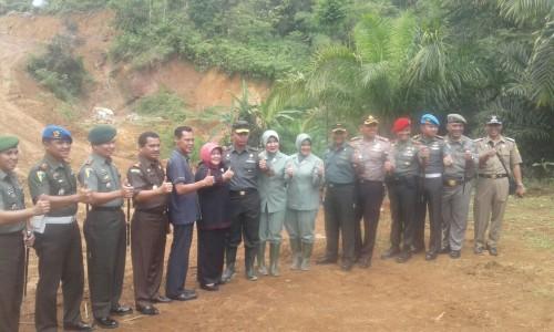 BUPATI BOGOR DAN KETUA DPRD BERSAMA TNI BUKA AKSES JALAN PROGRAM TMMD