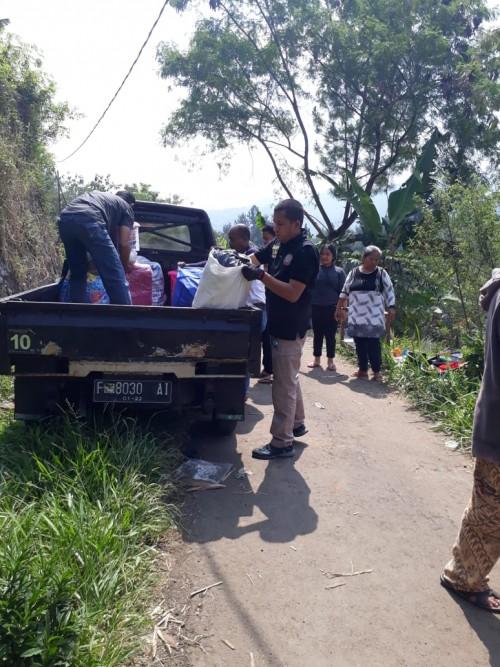 Evakuasi Korban Bencana Longsor Kp. Leuwimalang RT. 004 RW. 001 Desa Leuwimalang