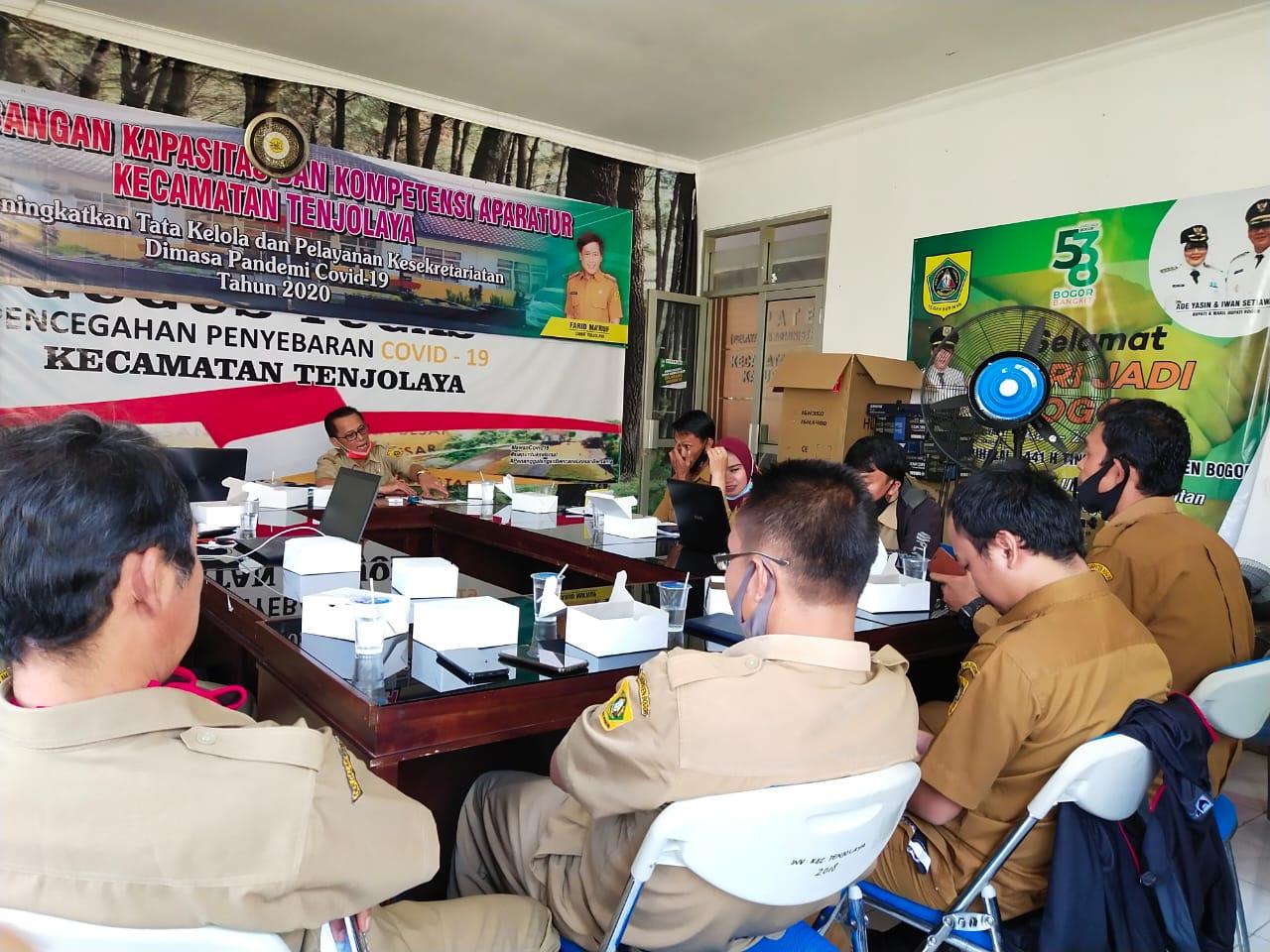 Kegiatan Sosialisasi Perbup No. 64 dan 65 Tahun 2020 Mengenai Penyaluran ADD dan BHPRD Bersama Para Sekdes dan Kaur Keuangan Se-Kecamatan Tenjolaya.