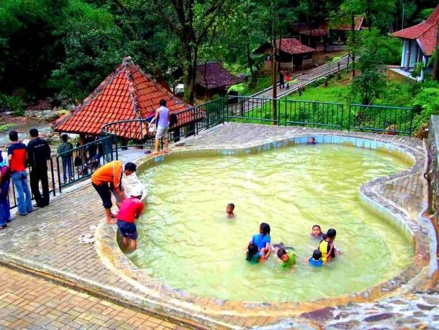 Berwisata Asyik Dan Menyehatkan di Pemandian Air Panas Ciparay Bogor